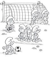 Coloriage Les Schtroumpfs jouent au foot